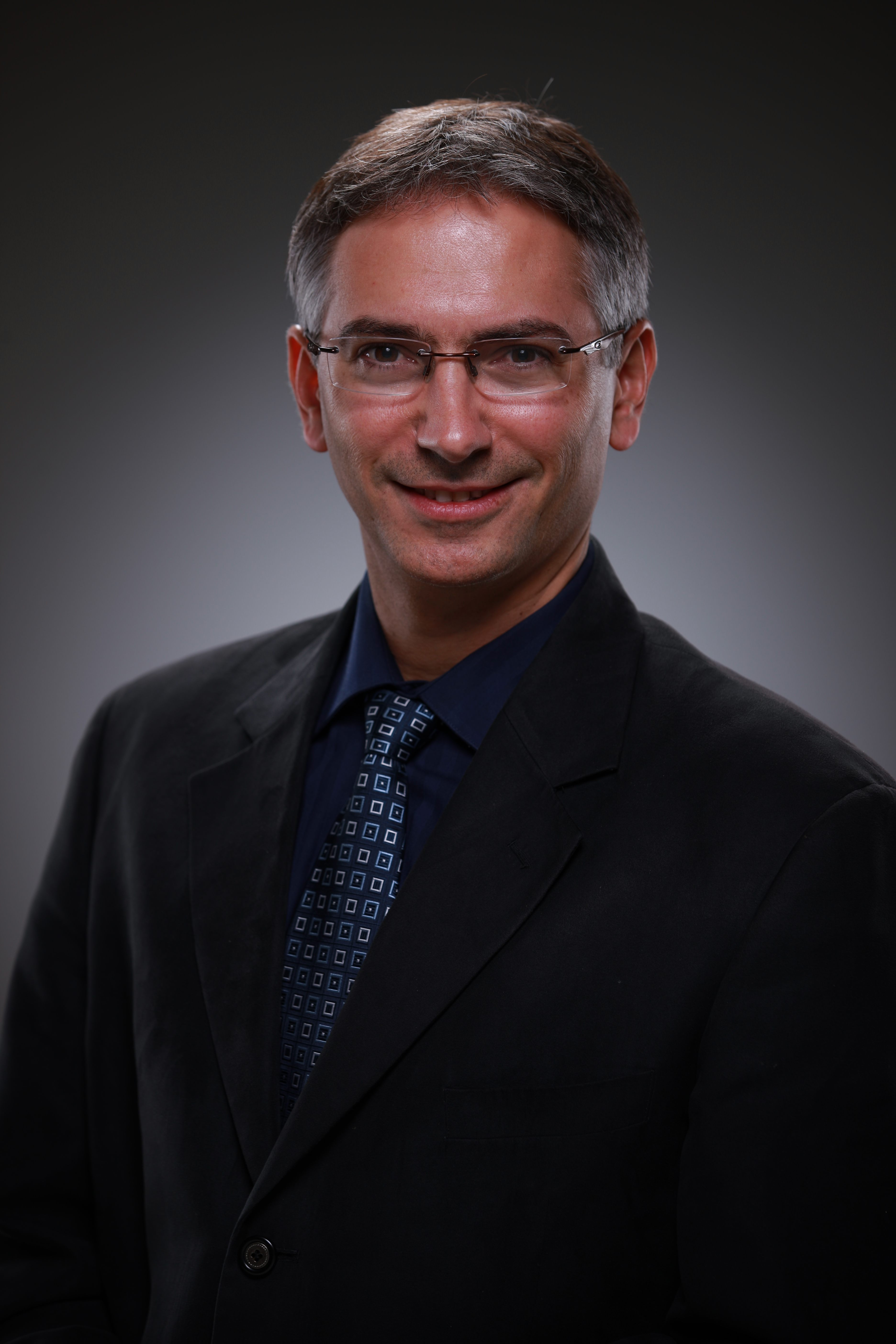 Daniel Ziv's headshot
